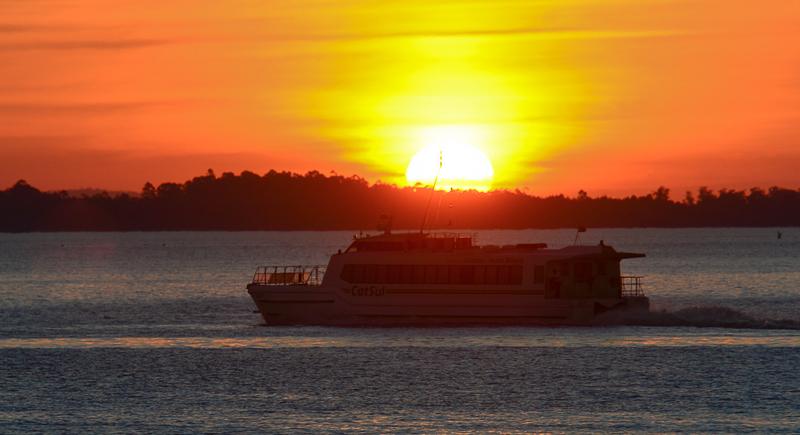 Transporte público fluvial no Lago Guaíba. Na foto: Catamarã na travessia entre Porto Alegre e Guaíba.