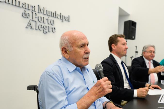 Instalação da Frente Parlamentar em defesa do DMAE, iniciativa do vereador Mauro Zacher. Na foto, o ex-vereador e ex-prefeito João Dib.