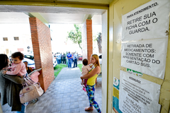 Locais que distribuem medicamentos deverão colocar lista para informar usuários