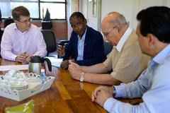 Vereadores da CECE visitam Secretário Municipal do Meio Ambiente e Sustentabilidade. Na foto, o secretário Maurício Fernandes (e) e os vereadores Tarciso Flecha Negra, Reginaldo Pujol e Alvoni Medina.