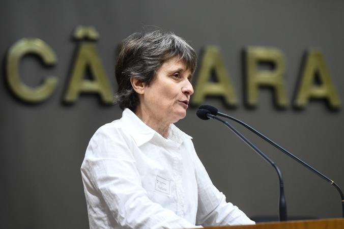 Tribuna Popular com o Sindicato dos Trabalhadores em Processamento de Dados do Rio Grande do Sul – SNDPPD/RS. Na foto, Vera Guasso, diretora do sindicato