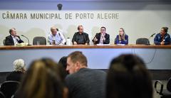 Discussão acerca de acordos estabelecidos entre o DEMHAB e as famílias do Loteamento do Bosque, situado no Bairro Rubem Berta.