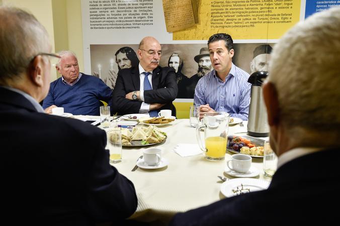 Café da manhã na Federação Israelita do RS. Presentes Valter Nagelstein, Osmar Terra, Zalmir Schwartzman (presidente da Federação) diretores e representantes da comunidade judaica.