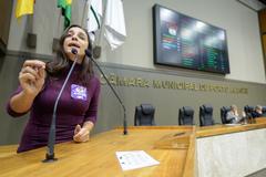 Movimentação de plenário. Na foto, a vereadora Fernanda Melchionna.