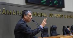 Movimentação de plenário. Na foto, o vereador Cassio Trogildo.
