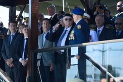 Presidente da CMPA participa de Solenidade em comemoração ao dia do Exército. na foto, o presidente da Câmara, Valter Nalgestein (Terno Cinza, centro).