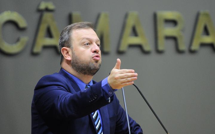 Movimentação de plenário. Na foto, o vereador André Carús.