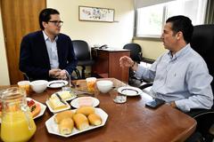 Café na Presidência com Senhor Cláudio Goldsztein. Na foto, o Sócio Diretor da Goldsztein Patrimonial, Cláudio Goldsztein (E), e o Presidente da CMPA, Valter Nalgestein (D).