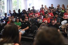Reunião sobre a ocupação Lanceiros Negros, tendo em vista os vazios existentes nos imóveis do Programa Federal Minha Casa Minha Vida.