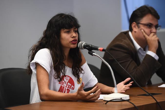 Reunião sobre a ocupação Lanceiros Negros, tendo em vista os vazios existentes nos imóveis do Programa Federal Minha Casa Minha Vida. Na foto, representante do  Movimento de Lutas nos Bairros, Vilas e Favelas (MLB)