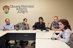 Reunião da CEDECONDH sobre a Ocupação Mulheres Mirabal. Na foto, ao microfone, a coordenadora da Ocupação Mulheres Mirabal, Victória Chaves Cardoso.