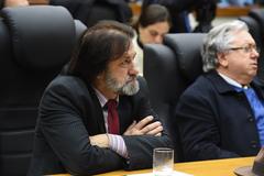 Sindibancarios de Porto Alegre.O orador Sr. Everton Gimenes fala sobres a Importancia da defesa do Banrisul.