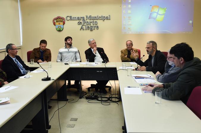 Debate sobre inovação com especialistas da área.