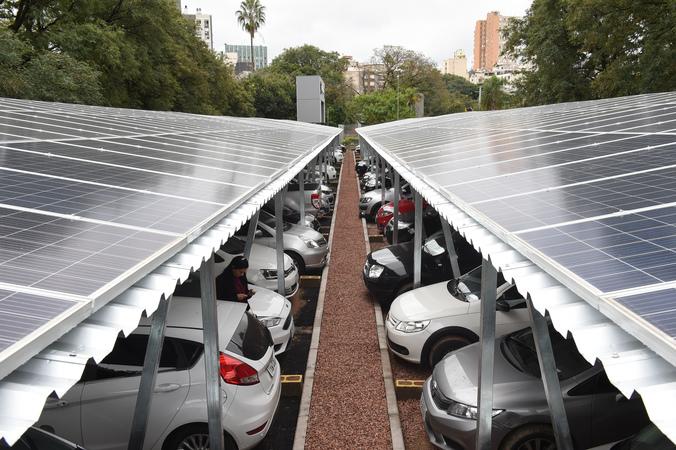 Cerimonia de inauguração da Central Geradora Fotovoltatica CMPA no estacionamento da ala Oeste.
