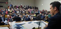 Movimentação de Plenário. Na foto: vereador Valter Naglestein (d)