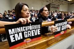 Servidores municipais acompanharam sessão desta segunda-feira