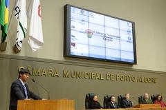 Sessão Solene de outorga do Troféu Câmara Municipal de Porto Alegre à empresa Rudder Segurança Ltda. Na foto, o vereador Professor Tovi, proponente da homenagem.