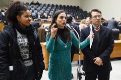 Karen Santos (e), Fernanda Melchionna e Professor Alex Fraga pertencem à bancada do PSOL