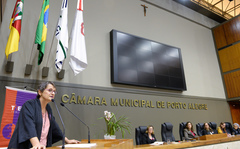 Sessão Solene de outorga da Comenda Porto do Sol à Themis - Gênero, Justiça e Direitos Humanos. Na foto, Andrea Nocchi, presidente da Themis.