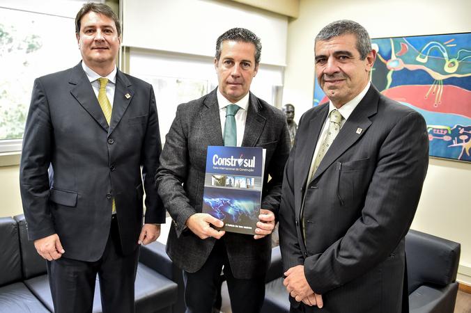 Construsul convida Presidente Nagelsteis a participa das atividades. Diretor da Sul Eventos, Paulo Richter e Wilson Richter.