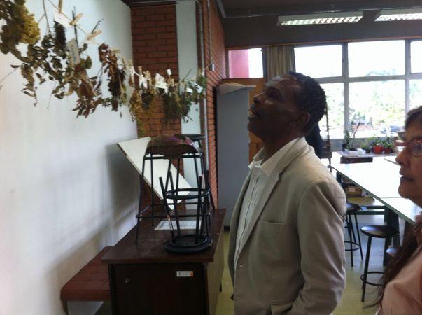 Tarciso Flecha Negra em visita da CECE ao Atelier Livre
