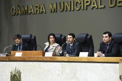 Leandro Paulsen, a vereadora Comandante Nádia, Alexandre Isbarola e Bruno Amorim Carpes (d)