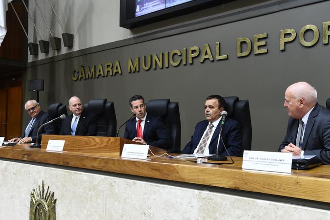 """Painel """"O modelo americano e o modelo brasileiro de justiça, a violência e a criminalidade"""" no Seminário Internacional Um Pacto Brasileiro pela Segurança."""