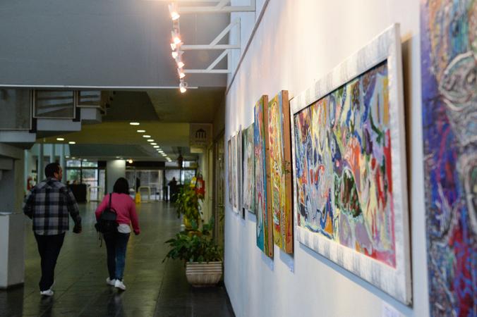 Exposição Dobras de Luz, de Eduardo Textor.