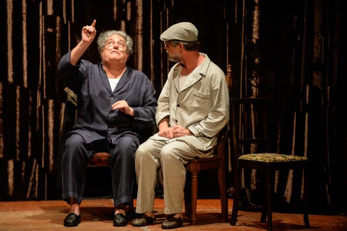 """Apresentação do espetáculo """"Lembranças no Lago Dourado"""" na IV Mostra de Artes Cênicas e Música do Teatro Glênio Peres."""