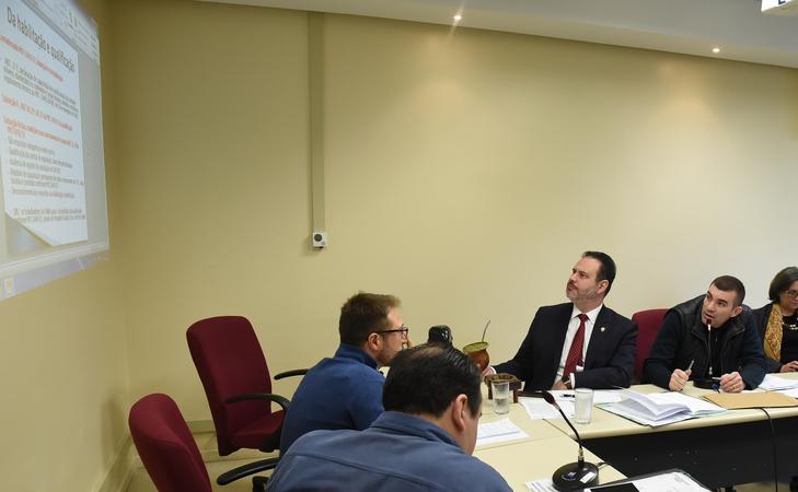 Discursão sobre a legalidade dos contratos das ambulancias da SAMU.