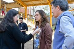 Visita à EMEF Prof. Gilberto Jorge. Na foto, vereadores Cassiá Carpes e Sofia Cavedon com a diretora da escola, Adriana Moreira