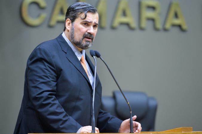 Movimentação de plenario. Na foto, o vereador Cláudio Janta.