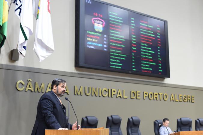 Movimentação de plenário. Na foto, o vereador Cláudio Janta.