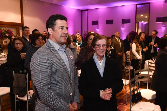 Presidente Valter Nagelstein coparece a jantar da instituição  Pequena Casa da Criança. Na foto, o presidente com a diretora da instituição, irmã Pierina Lorenzoni