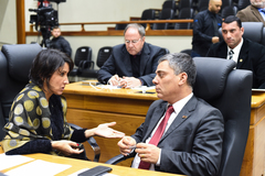 Movimentação de Plenário. Na foto, os vereadores Comandante Nádia e Cassio Trogildo.