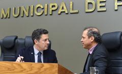 Movimentação de Plenário. Na foto, os vereadores Valter Nagelstein e Paulinho Motorista.