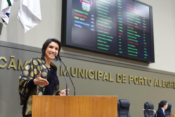 Movimentação de Plenário. Na foto, a vereadora Comandante Nádia.