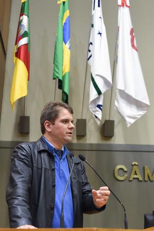 Movimentação de Plenário. Na foto, o vereador Márcio Bins Ely.