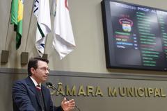 Movimentação de Plenário. Na foto, o vereador Professor Alex Fraga.