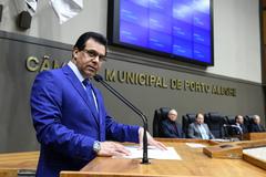 Sessão Solene de outorga dos títulos de Cidadão de Porto Alegre a Antônio Carlos Gomes da Silva e a Sérgio Peres Alós. Na foto, vereador proponente Alvoni Medina