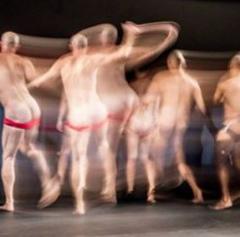 Espetáculo de dança Bundaflor, Bundamor na IV Mostra de Artes Cênicas e Música do Teatro Glênio Peres.