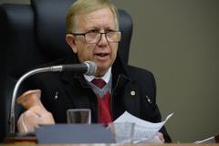 Período de Comunicações em homenagem a semana municipal do corretor de imoveis e aos 40 anos da lei n° 6530, de 12 de maio de 1978, que regulamenta a profissão do corretor de imoveis. Na foto, o presidente do Creci-RS, Ederon Amaro Soares da Silva.
