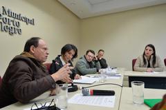 Reunião da Cedecondh sobre a PLL 321/2017, que institui homenagem às mulheres vítimas de feminicídio em Porto Alegre. Na foto, ao microfone, o vereador João Bosco Vaz.