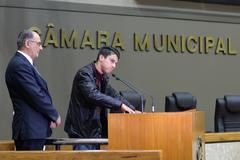 Tochetto (e) e Gilsinei na tribuna do Plenário Otávio Rocha