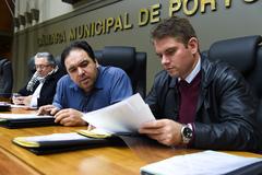 Votação do parecer sobre pedido de renovação de votação do Projeto de Previdência complementar dos Municipários. Na foto: da esq: vereadores Adeli Sell, Dr. Thiago Duarte (presidente), Márcio Bins Ely