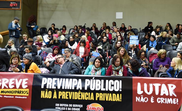 Votação do parecer sobre pedido de renovação de votação do Projeto de Previdência complementar dos Municipários. Na foto: