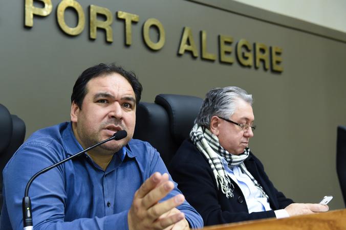 Votação do parecer sobre pedido de renovação de votação do Projeto de Previdência complementar dos Municipários. Na foto: da esq: vereadores Dr. Thiago Duarte e Adeli Sell