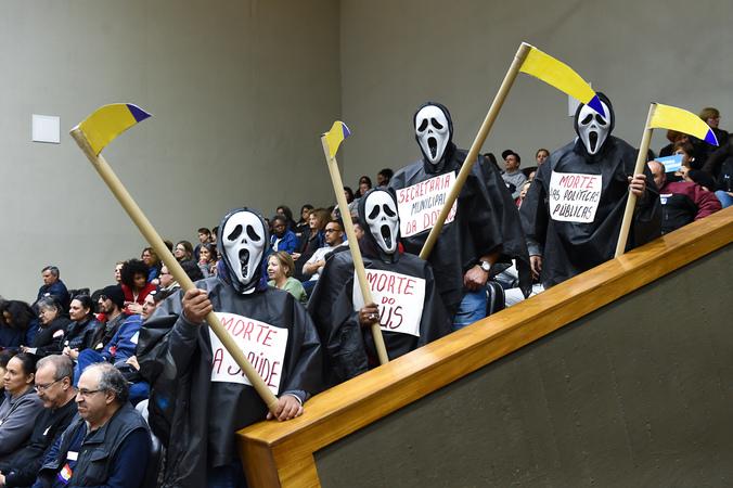 Votação do parecer sobre pedido de renovação de votação do Projeto de Previdência complementar dos Municipários. Na foto: manifestação de servidores no Plenário Otávio Rocha
