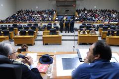 Votação do parecer sobre pedido de renovação de votação do Projeto de Previdência complementar dos Municipários. Na foto: da esq: vereadores Adeli Sell e Dr. Thiago Duarte