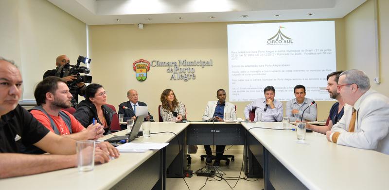 Reunião sobre a Lei do Circo de Porto Alegre.